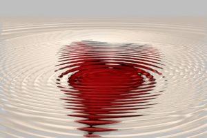 Telles les ondulations qui se propagent à la surface de l'eau quand on y jette une pierre, l'énergie d'amour se répand et se propage. Cultivons la vibration du cœur car c'est une contagion émotionnelle intéressante.
